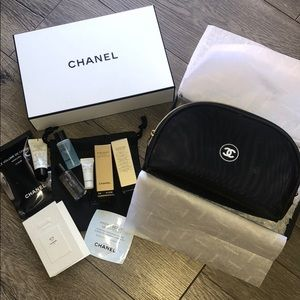 Accessories - Chanel cosmetic bag and deluxe samples